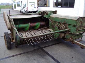 John Deere 214T presse